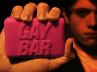 Gay Bar saippua